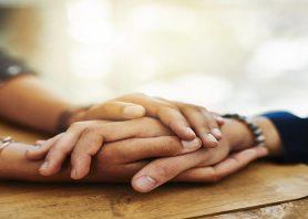 گرفتن دست کسی که دوستش دارید باعث کاهش درد می شود