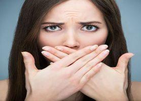 ۷ راه برای از بین بردن باکتری ها و بوی بد دهان