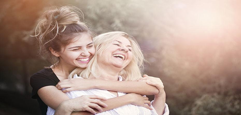 وقت گذرانی و معاشرت با مامان باعث  افزایش طول عمرش می شود!