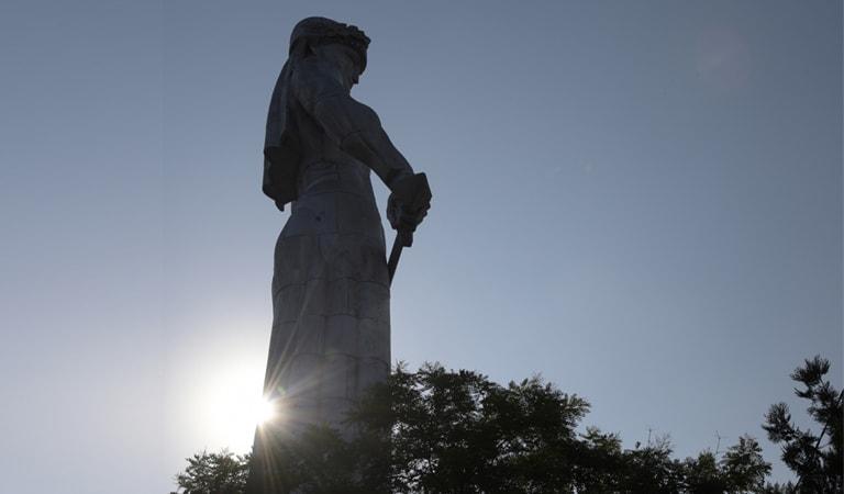 جاهای دیدنی تفلیس - مجسمه مادر جورجیا