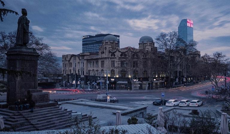 جاهای دیدنی تفلیس - خیابان روستاولی و میدان آزادی