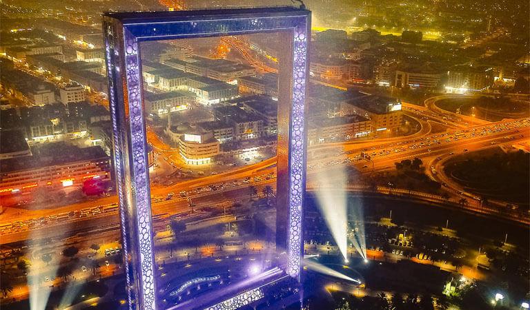 جاهای دیدنی دبی - برج طلایی قاب دبی