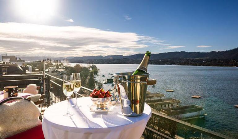 جاهای دیدنی سوئیس - صرف ناهار در آسمان – چتربازی یکی از بهترین تفریحات است