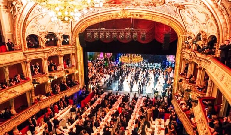جاهای دیدنی سوئیس - خانه اپرای زوریخ