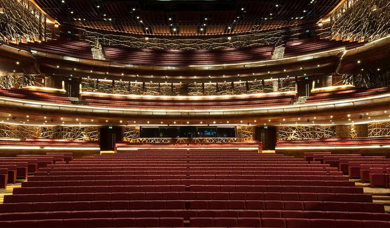 جاهای دیدنی دبی - سالن اپرای دبی ، علت جذابیت شاهکار معماری معاصر
