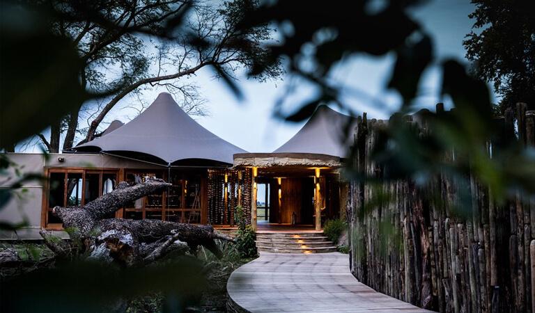 بهترین هتل های جهان - کمپ سافاری کویر مومبو و موبوی کوچک