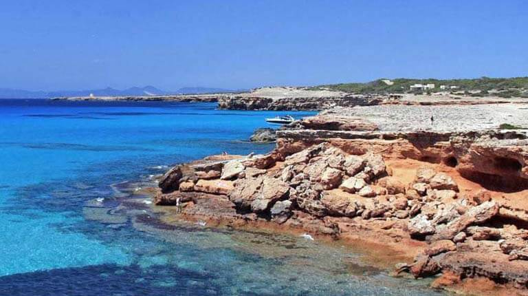 زيباترين سواحل دنيا - کالا ساونا - فرمنترا، اسپانیا