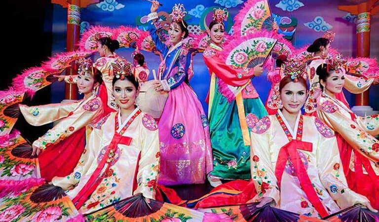 جاهای دیدنی پوکت - کاباره سایمون – یک نمایش کابارهای با لباس زنانه